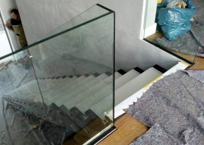 Montagebild Kragarmtreppe und Galeriegeländer