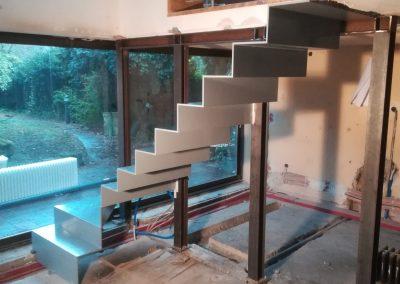 Montagebild Stahl-Faltwerktreppe